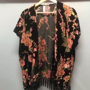 Beautiful burnout velvet kimono.